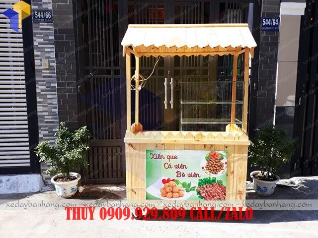 xe gỗ bán đồ ăn vặt