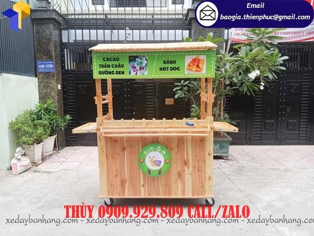 quầy gỗ bán thức ăn vặt